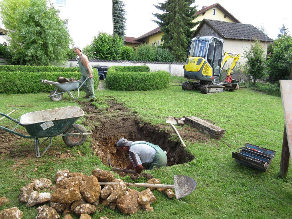 mehr Steine und Felsen erfordern Handarbeit